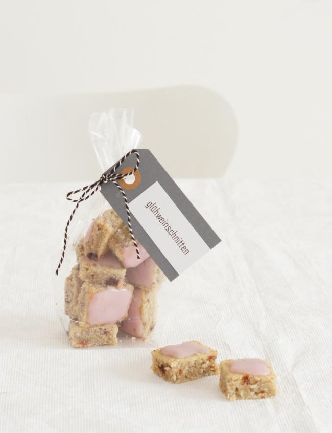 Glühweinschnitten mit rosa Zuckerguss