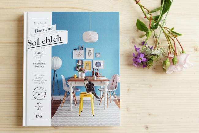 b cher azurweiss. Black Bedroom Furniture Sets. Home Design Ideas