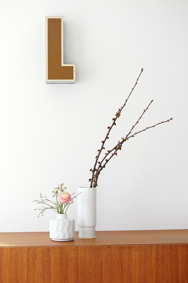 Kirschblütenzweig und Ranunkeln | Foto: Sabine Wittig
