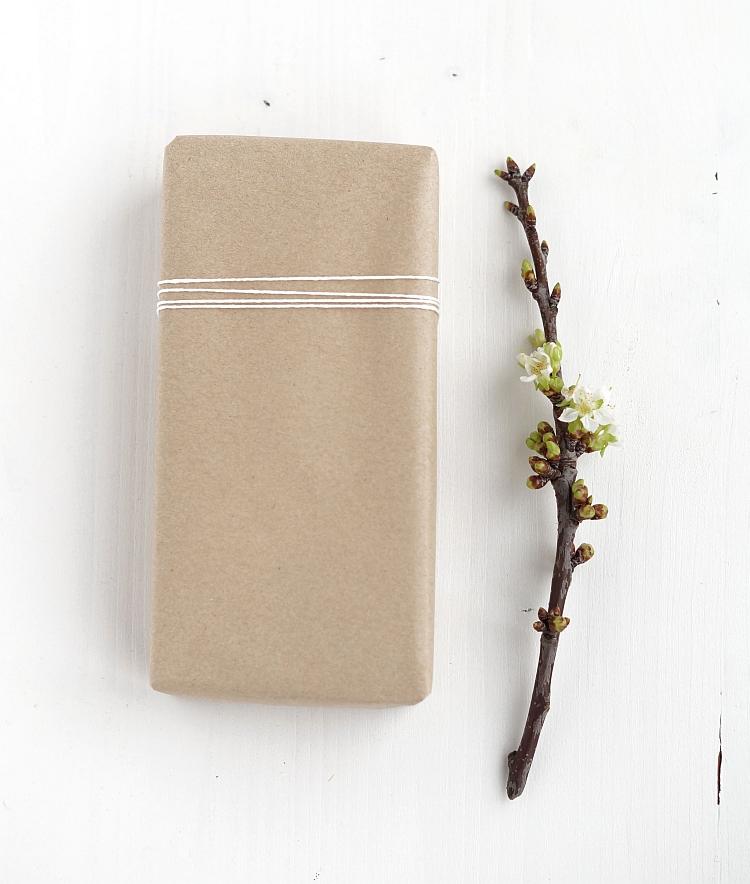 Geschenkverpackung aus Kraftpapier