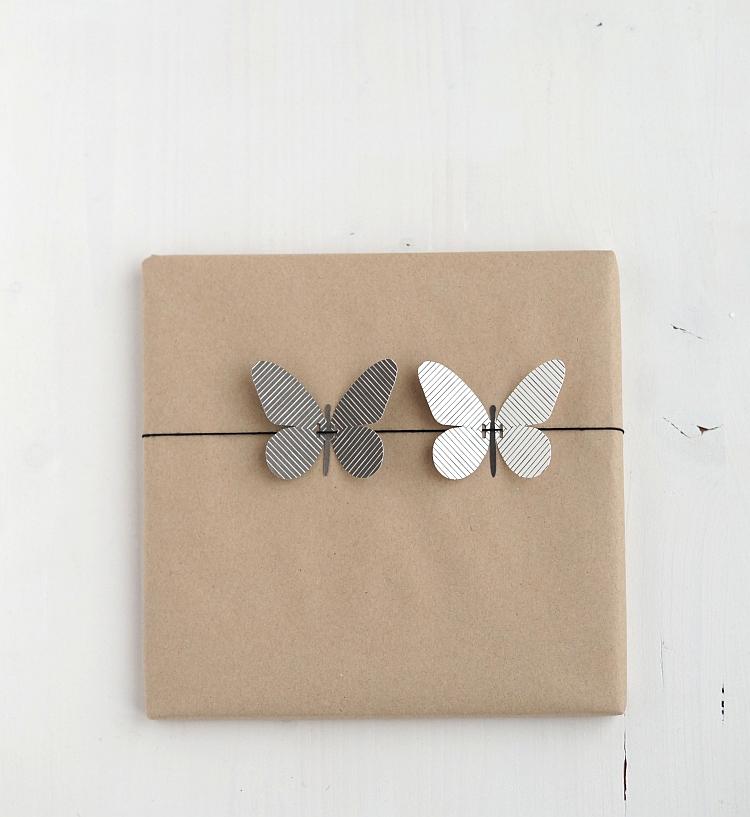 Kraftpapier und Papierschmetterlingen | Foto: Sabine Wittig