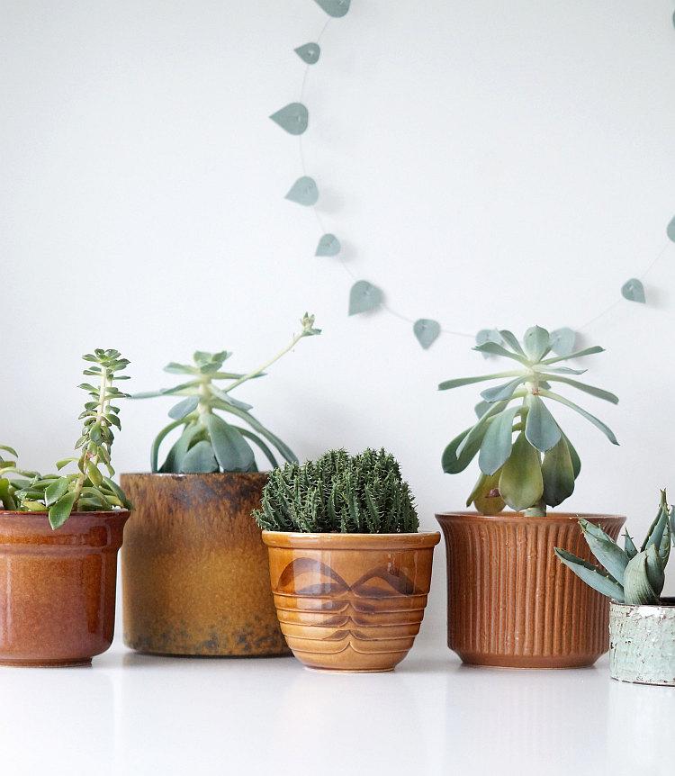 Vintage Übertöpfe aus brauner Keramik | Foto: Sabine Wittig