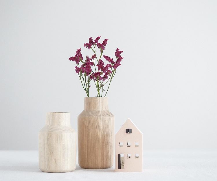 Holzvasen von kommod, Papierhäuschen von Jurianne Matter | Foto: Sabine Wittig