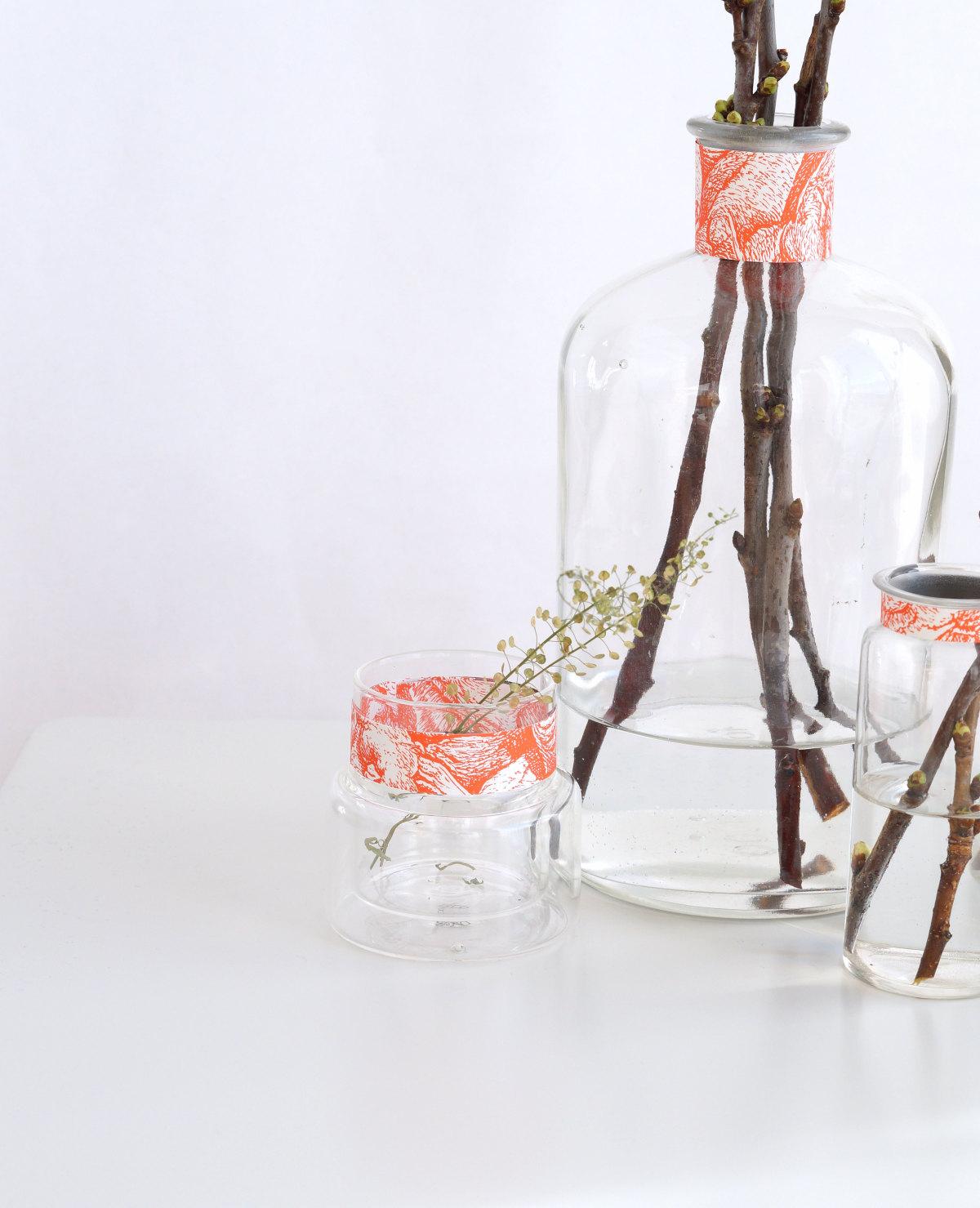 Vasen mit Papierbanderolen | Foto: Sabine Wittig