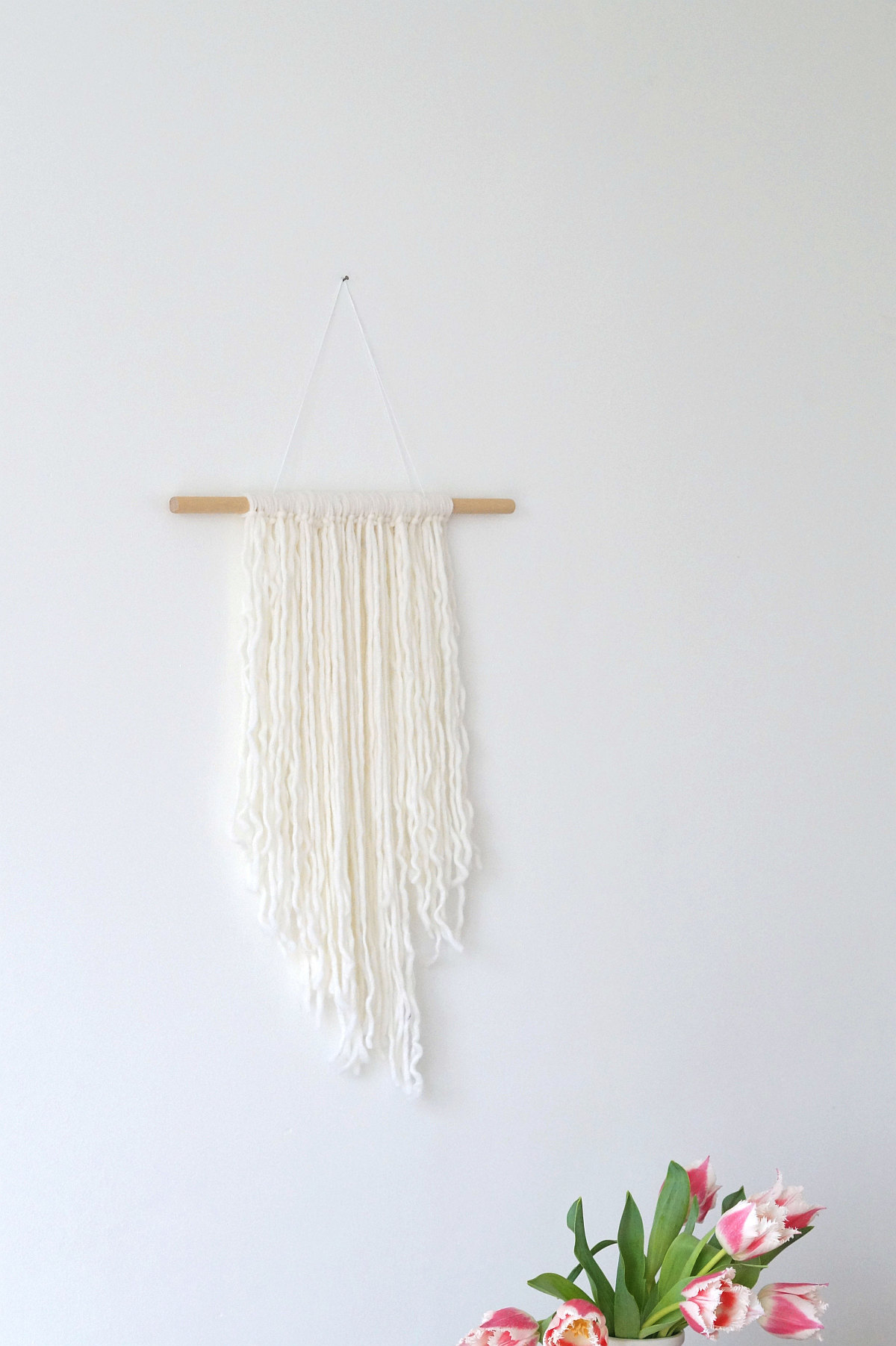 Quick DIY: wall hanging made of wooden strings | Foto: Sabine Wittig