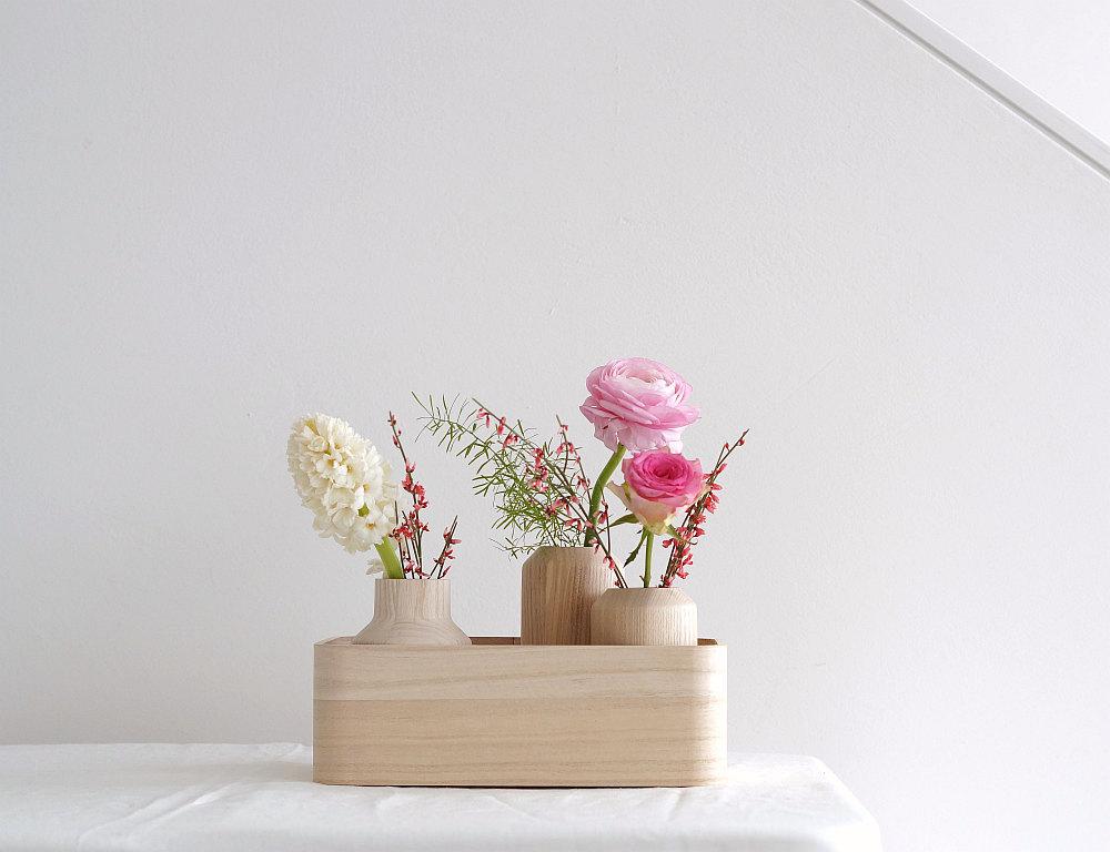 Blumen und helles Holz | Foto: Sabine Wittig