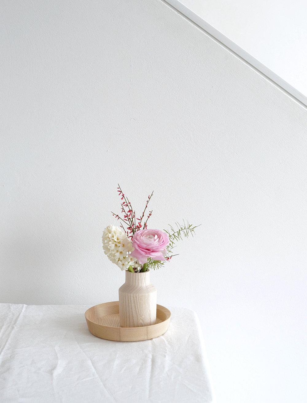 Zartrosa Blüten und helles Holz | Foto: Sabine Wittig