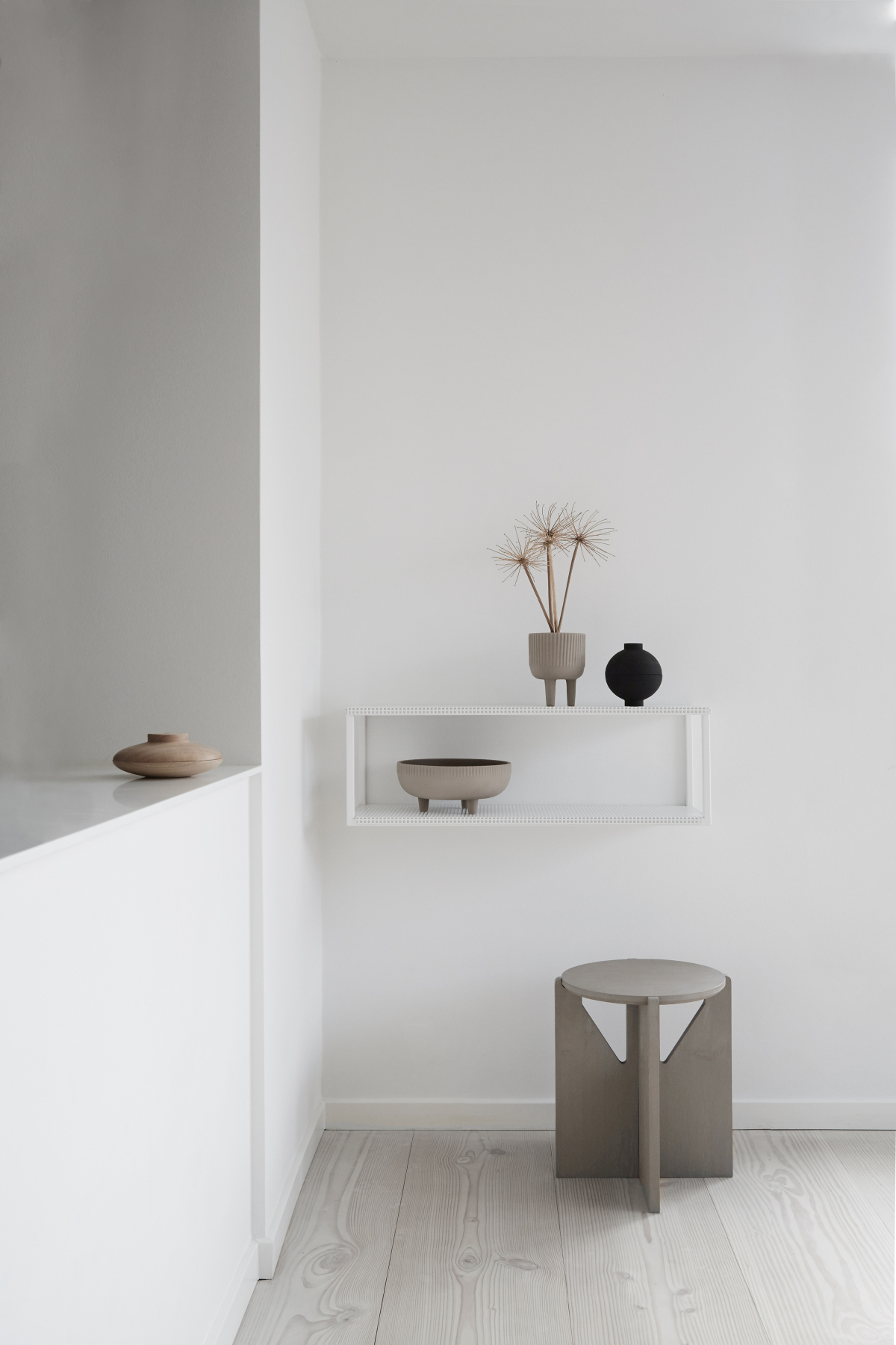 Accessoires aus Terrakotta und Holz | Foto: Kristina Dam Studio