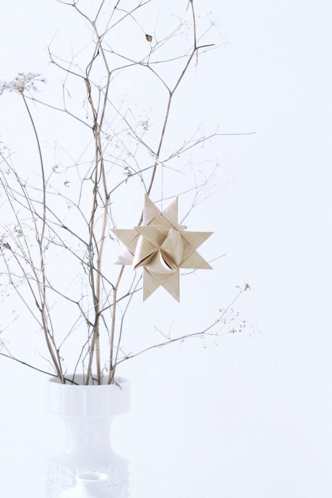 Minimalistische Weihnachtsdeko, der Fröbelstern | Foto: Sabine Wittig