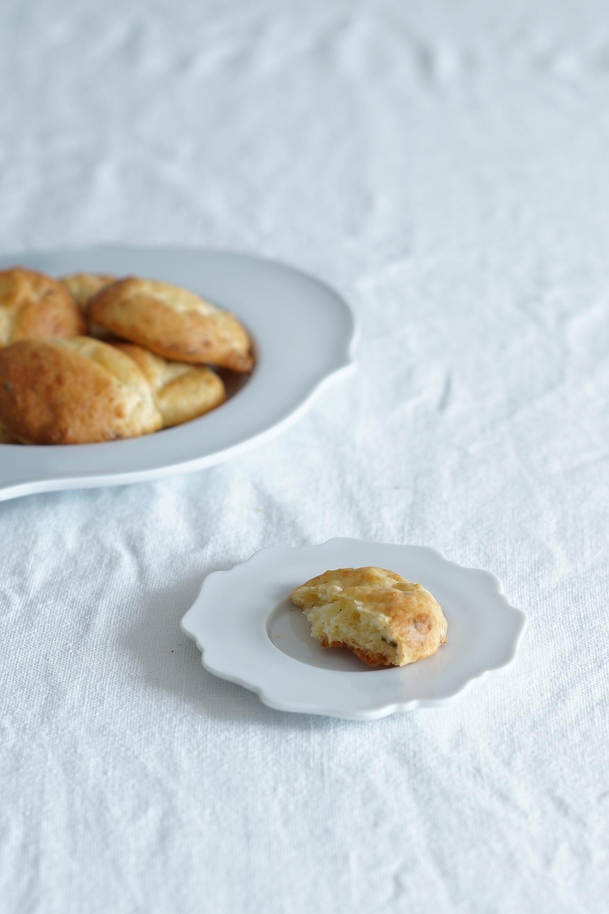 Rezept für schnelle Kräuter-Käse-Scones | Sabine Wittig